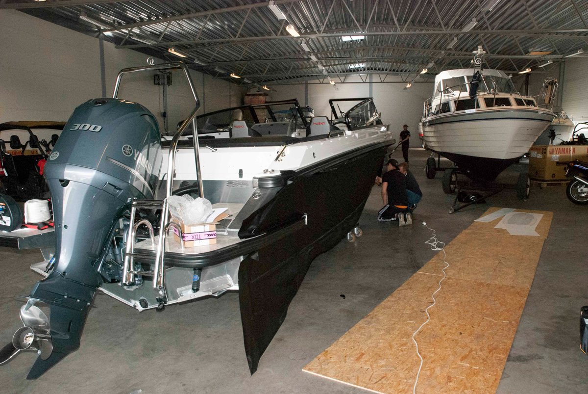 Bil & Marin båtdekor montering